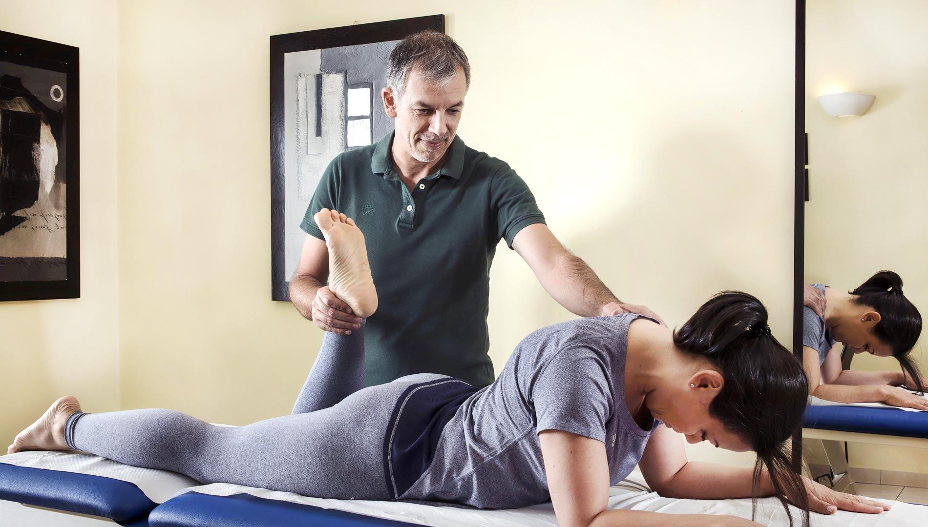 Trattamento seduta di fisioterapia a Torino con il fisioterapista Andrea Gandini, 30 anni di esperienza