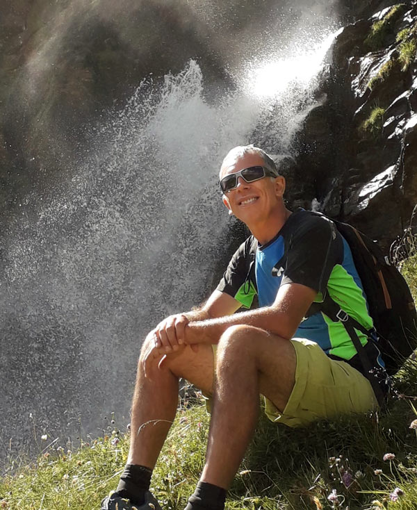 Sono Andrea Gandini fisioterapista ed operatore del metodo Grinberg a Torino. Sostengo le persone che amano la vita a recuperare la libertà di muoversi