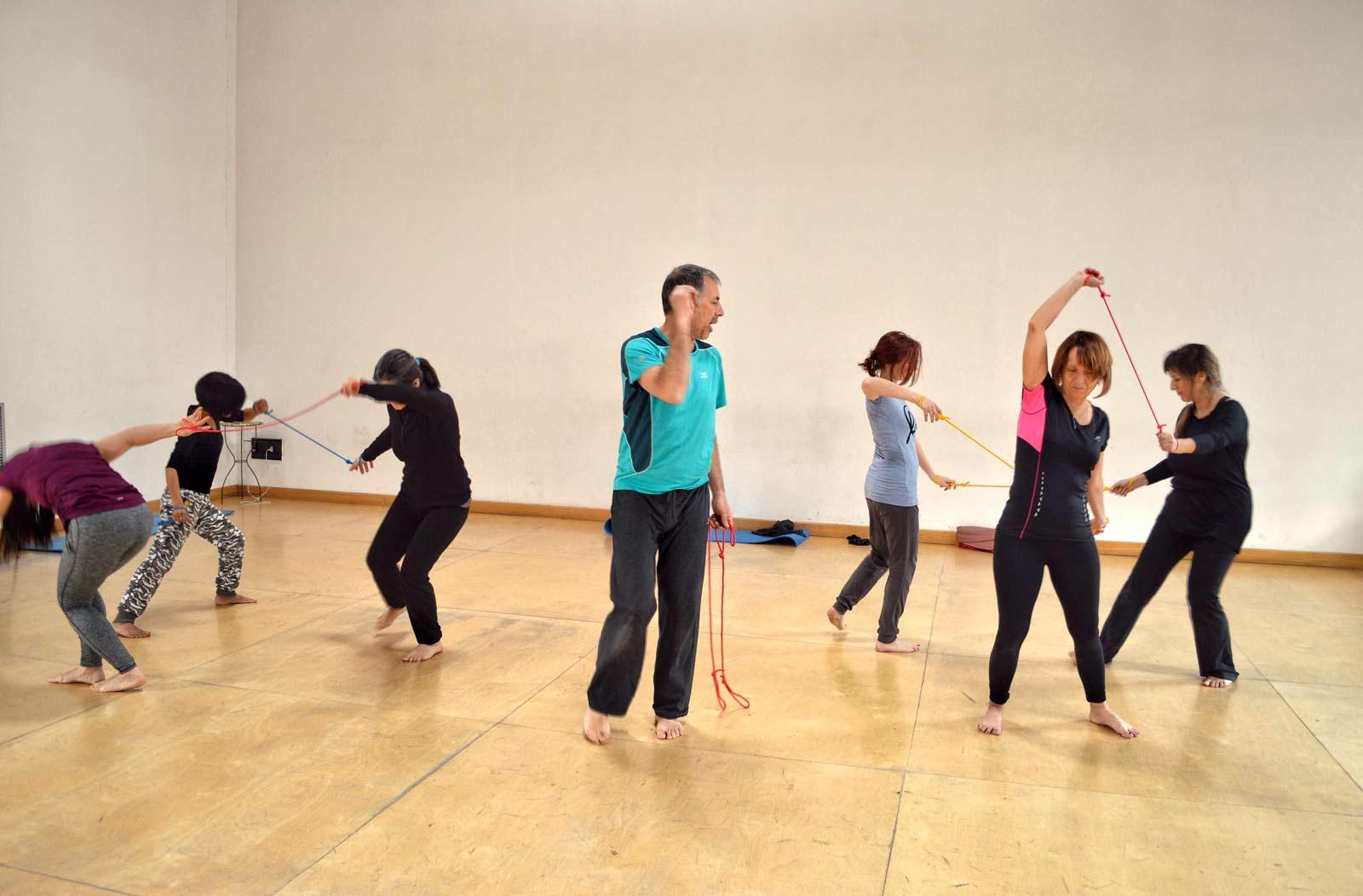 Il corso Ricaricati muovendoti è Stopping Movement Training, musica, divertimento e percezione corporea con il fisioterapista Andrea Gandini a Torino